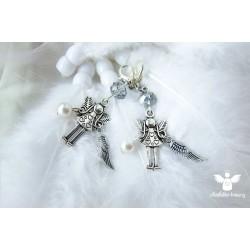 Andělka klíčenka s křidélkem a perličkou