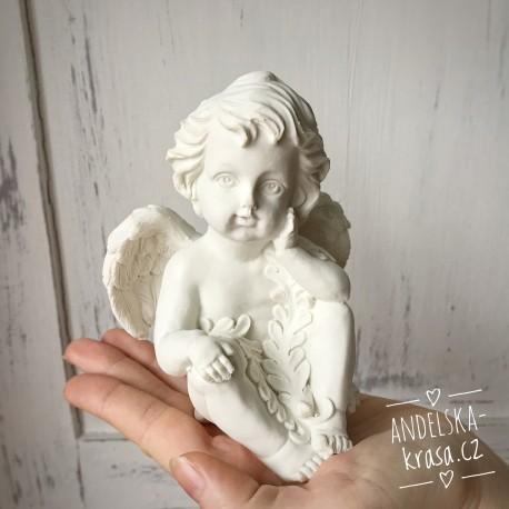 Anděl sedící soška Ochrana Vztahů
