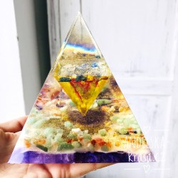 Velká orgonitová pyramida Pozitivní vibrace 558g